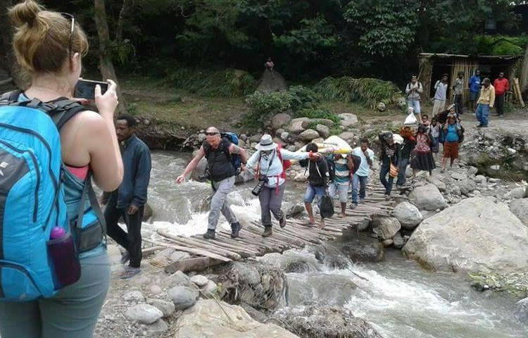 trekking papua